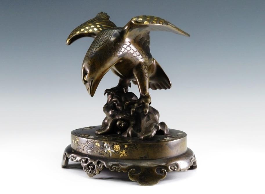 №449「水戸金工 銅製金銀象嵌 猿と鷹象嵌床置物」